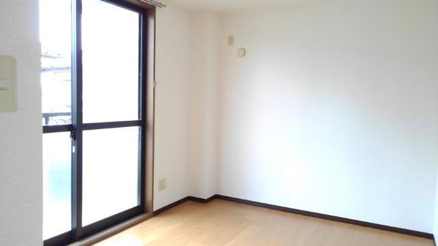 ツウインシティⅡ番館 02010号室のリビング