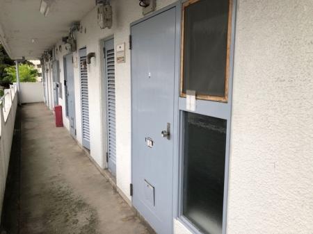 西浦マンション 31号室のエントランス