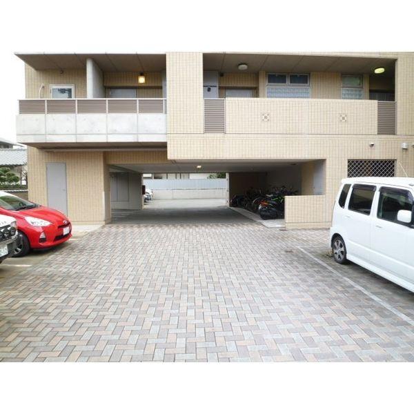 CASA FELICE 梅光園 502号室の駐車場