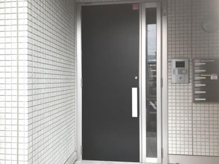 リバーサイド・ヒル 303号室のエントランス