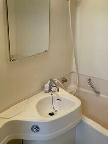 ユニーブル新栄 803号室の洗面所