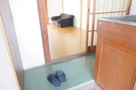 静荘 202号室の玄関