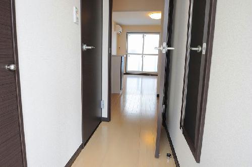 レオネクストメール西門 204号室の玄関