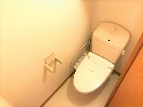 レオパレスアゼリアK 104号室のトイレ