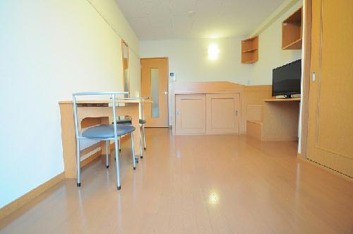 レオパレスSAKURA 203号室のベッドルーム