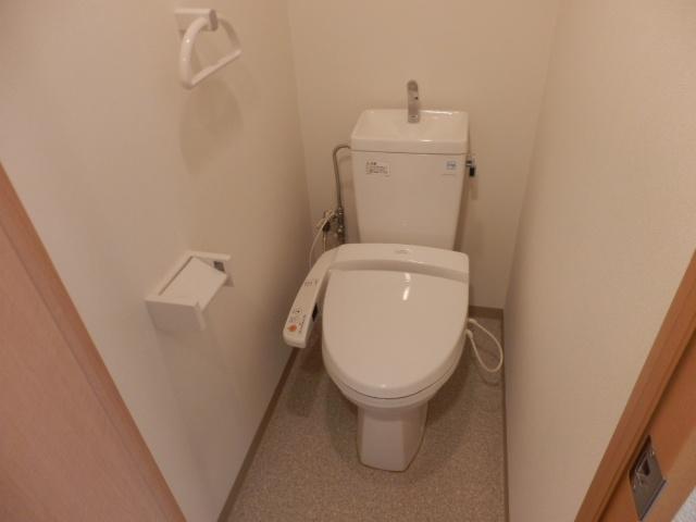 ステディオ本町 403号室のトイレ