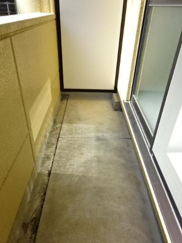 サン・コート麦野 102号室のバルコニー