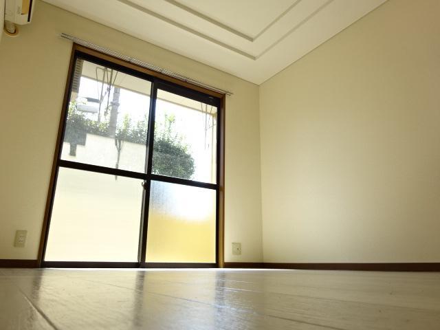 サン・コート麦野 102号室のリビング