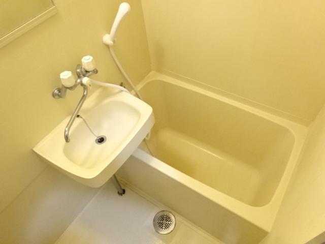 サン・コート麦野 102号室の風呂