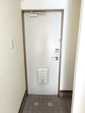 サン・コート麦野 102号室の玄関