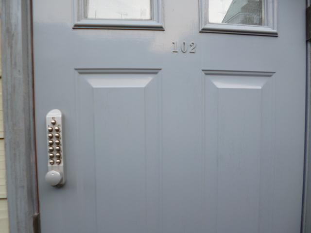 プリコート 102号室の玄関