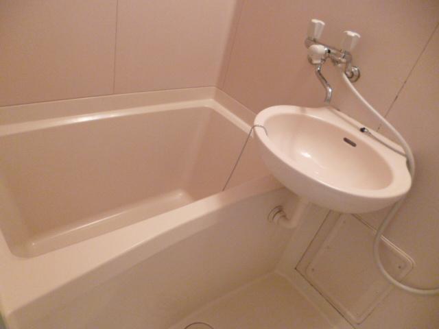 プリコート 102号室の風呂
