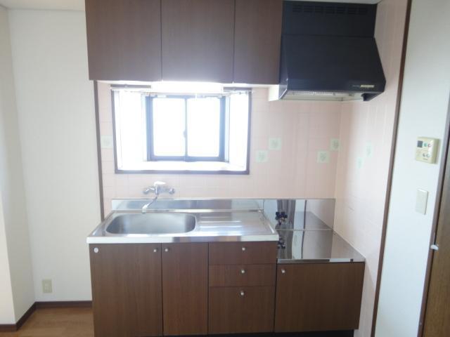コロナハイツ 202号室のキッチン