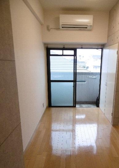 ドーム桜山 7A号室のリビング