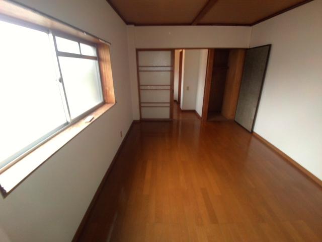 ニューコーポ伊賀 201号室のベッドルーム