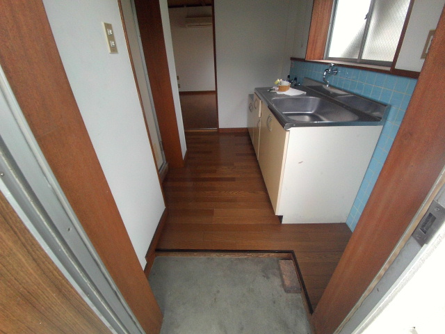 ニューコーポ伊賀 201号室の玄関