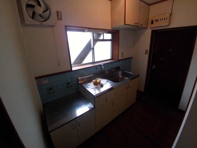 ニューコーポ伊賀 201号室のキッチン