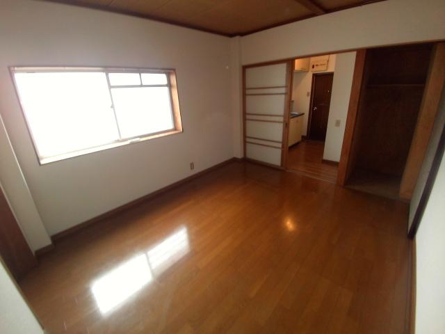ニューコーポ伊賀 201号室のリビング