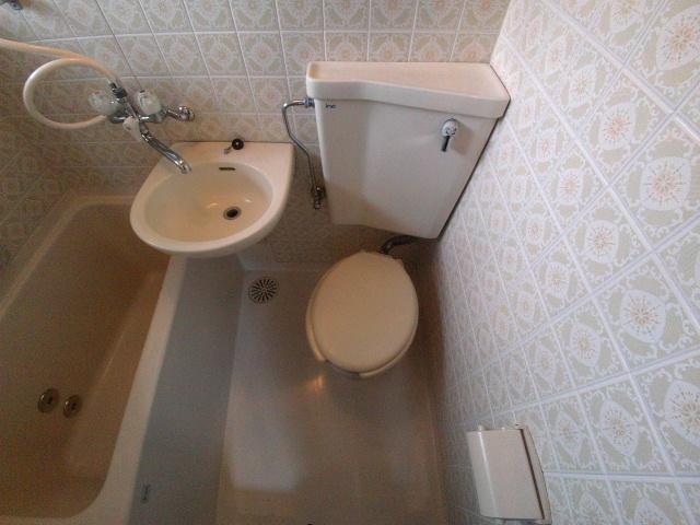 ニューコーポ伊賀 201号室のトイレ