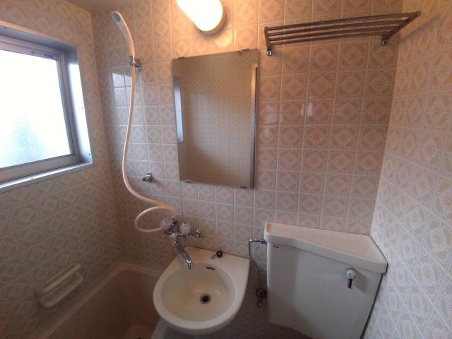 ニューコーポ伊賀 201号室の洗面所