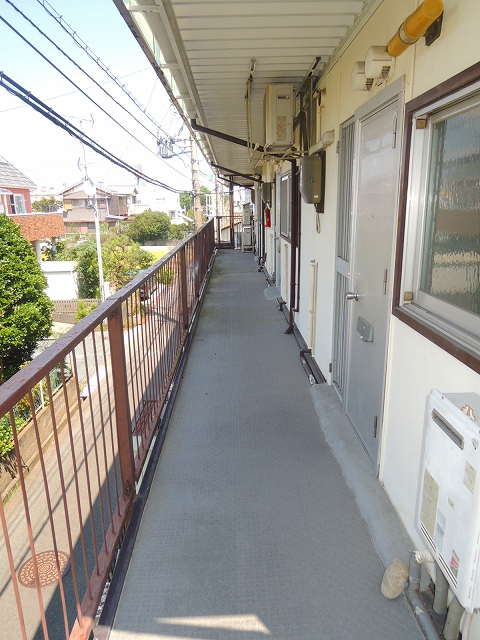 ウイング・シャロー小豆餅 C 102号室の玄関
