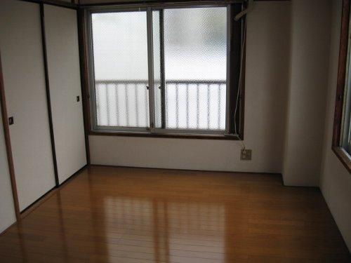 ファミーユ池谷 203号室のリビング