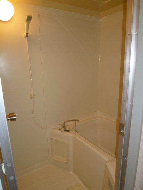 マンションヒカリⅡ 402号室の風呂
