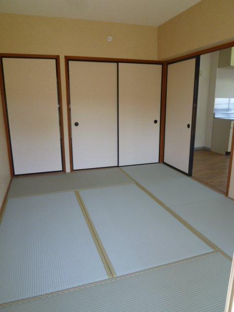 マンションヒカリⅡ 402号室のリビング