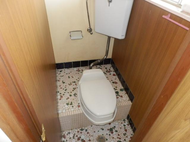 第2上中荘 205号室のトイレ