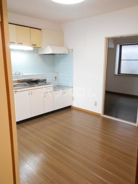 グリーンメイト・ハシバ 206号室のリビング