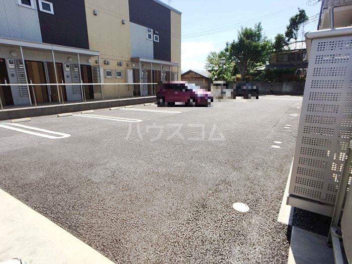グランドゥ 迦希 105号室の駐車場