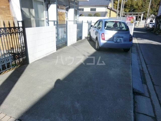 パレス小幡 202号室の駐車場