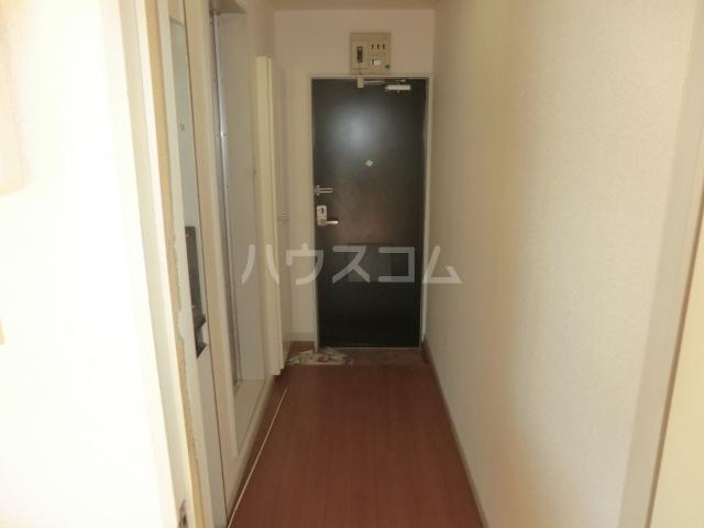 パレス小幡 202号室の玄関