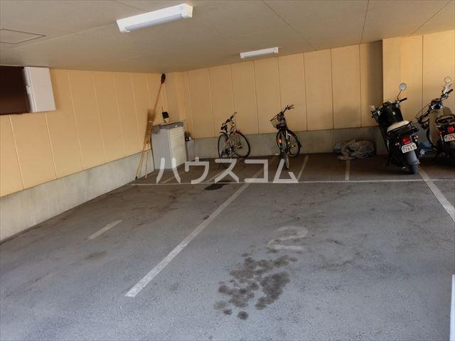 緑ハイツ 303号室の駐車場