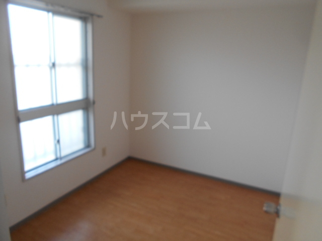 城山・松本マンション 402号室のリビング