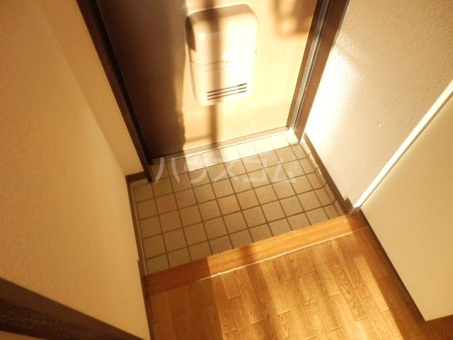 ダイサンビル107 403号室の玄関