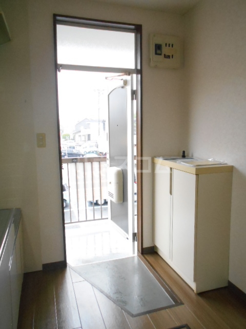 ハイツラフォーレⅡ 201号室の玄関