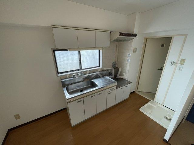 アクアコート春日部 605号室のキッチン