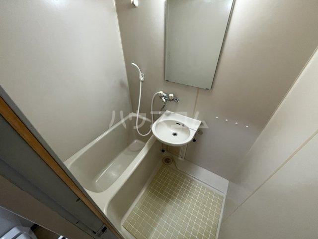 アクアコート春日部 605号室の風呂