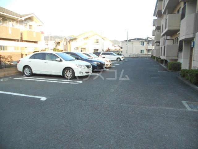 宮ノ脇マンション 302号室の駐車場
