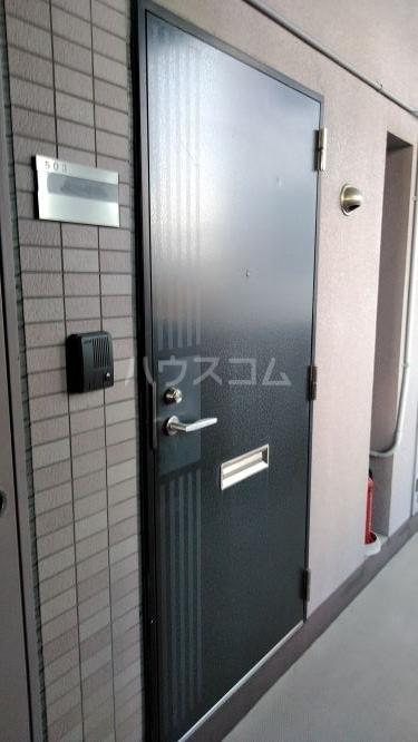 かむろビル西館 503号室の玄関