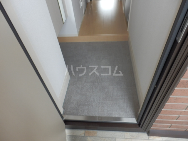 グランドールAbe 201号室の玄関