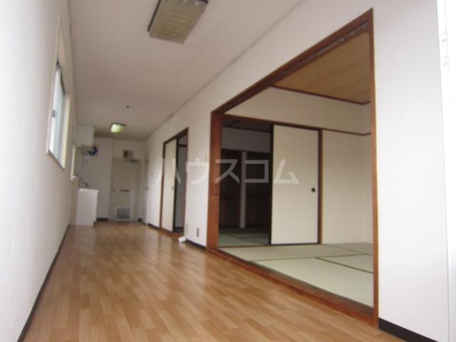 コーポ井垣 201号室のリビング