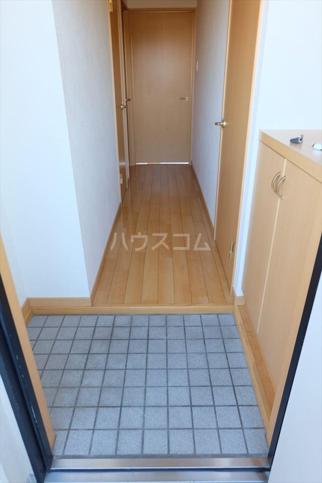 グラシア・K 102号室の玄関