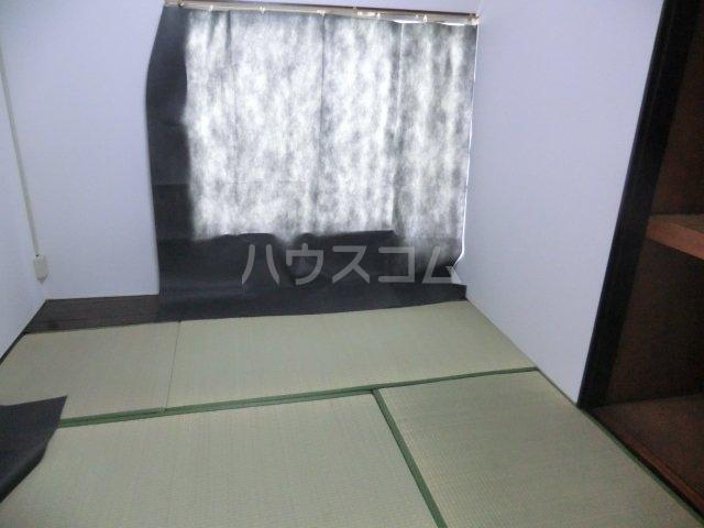 栄荘 203号室の居室