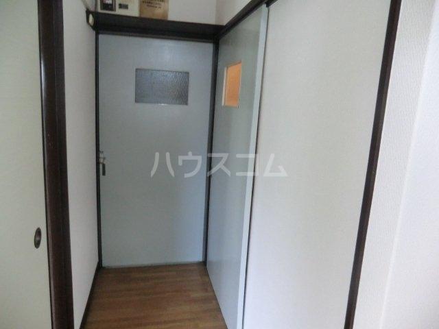 栄荘 203号室の玄関