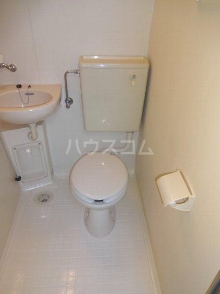エステートハウス 303号室のトイレ