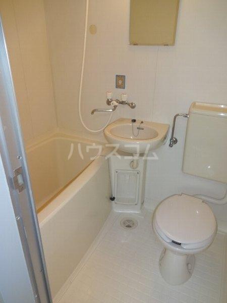エステートハウス 303号室の洗面所