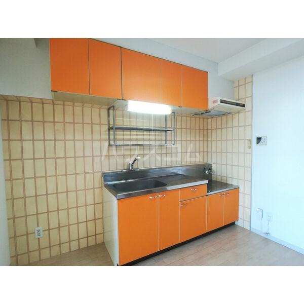リバーサイド東信 302号室のキッチン