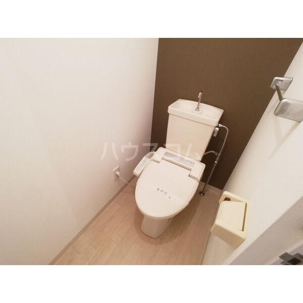 リバーサイド東信 302号室のトイレ